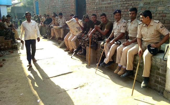 कैमूर : पटवन विवाद में हत्या के बाद गांव में तनाव, मौके पर पहुंचे SDO पर हमला, गांव में पुलिस बल तैनात