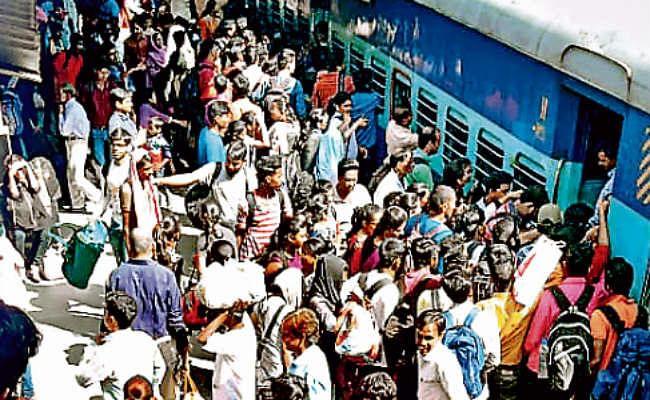 रांची : दुर्गापूजा को लेकर ट्रेनों में बढ़ी भीड़