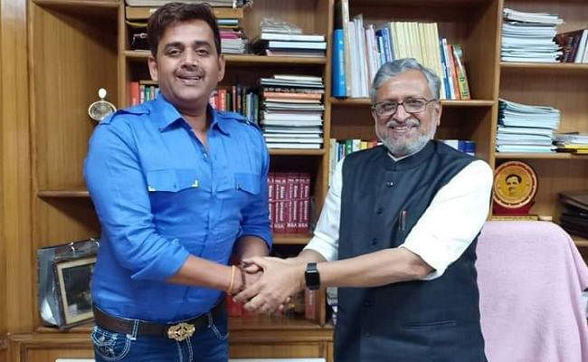 बिहार के Dy CM सुशील मोदी से भोजपुरिया सुपरस्टार रवि किशन ने की मुलाकात, जानें क्या बात हुई...