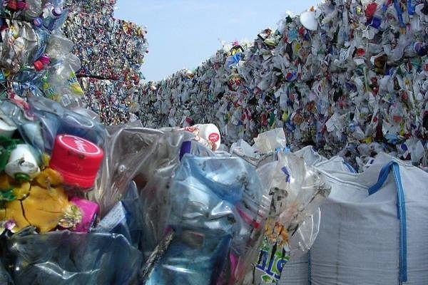 Waste आयात पर चीन ने लगाया प्रतिबंध, जापान में लगा प्लास्टिक कचरे का ढेर