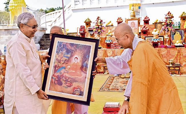 बौद्ध सर्किट के स्थलों को जोड़ने के लिए चले हाई स्पीड ट्रेन : सीएम नीतीश कुमार