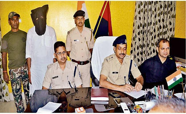 गिरफ्तार तस्कर मुखिया कुंदन व दीपू ने किया खुलासा, म्यांमार से दीमापुर के रास्ते मुंगेर आते थे विदेशी हथियार