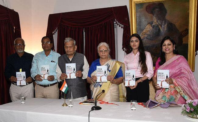 गोवा की राज्यपाल मृदुला सिन्हा ने किया बिहार की बेटी की किताब Dream Bridges Success का लोकार्पण