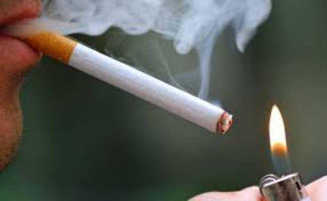 कोलकाता : टैक्सी में बैठ कर पी रही थीं सिगरेट मना करने पर चालक की कर दी पिटाई