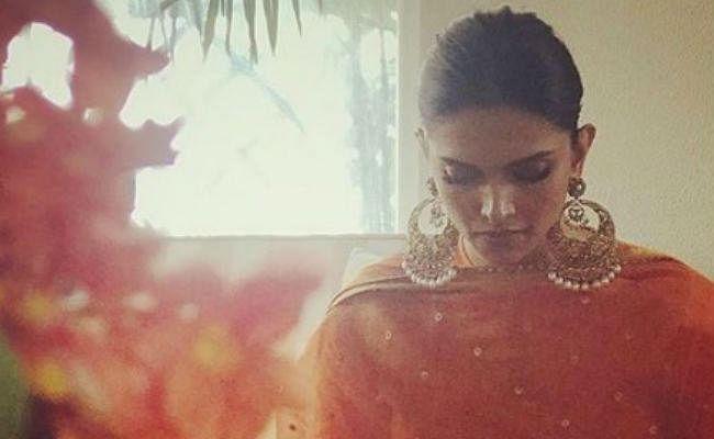 एक्ट्रेस दीपिका पादुकोण के घर शुरू हुईं शादी की रस्में, आप भी देखें पहली तस्वीर