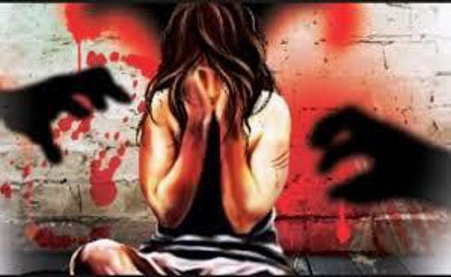 शौच पर निकली नाबालिग लड़की से गांव के युवक ने किया दुष्कर्म