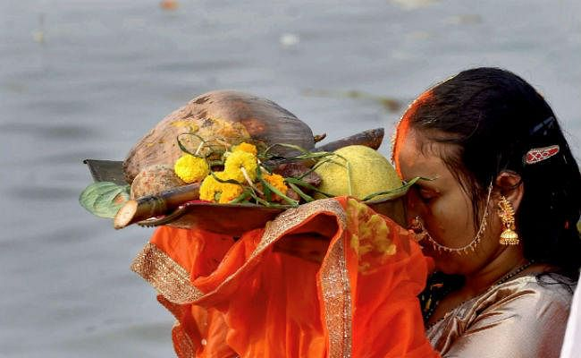 Chhath Puja 2020 : बिहार के इस सूर्य मंदिर के तालाब में स्नान मात्र से दूर हो जाते हैं रोग, पूरी होती है मनोकामनाएं