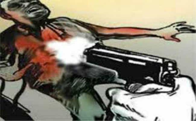 Bihar Crime News: मुजफ्फरपुर में टेलर गाड़ी से खीचकर मारी गोली, पांच अपराधियों ने मिलकर दिया इस घटना को अंजाम...