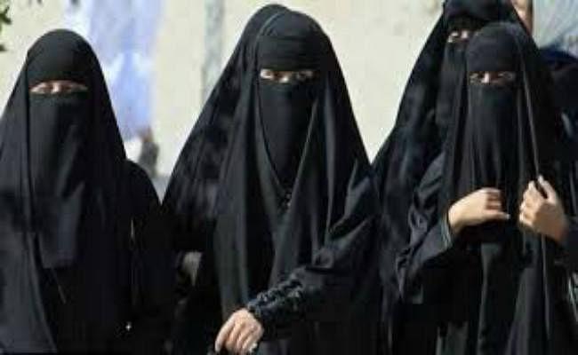 मुस्लिम महिलाओं को बुर्के से मुक्ति दिलाएंगे योगी सरकार के मंत्री, लाउडस्पीकर पर अजान के अवाज से भी दिक्कत