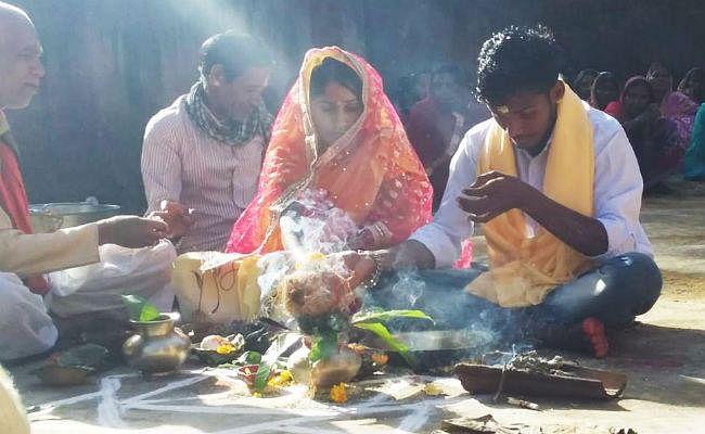 पंचायत ने करायी प्रेमी युगल की शादी, सुनाया फरमान : दुल्हन को छोड़ा, तो दूल्हे पर होगी कार्रवाई