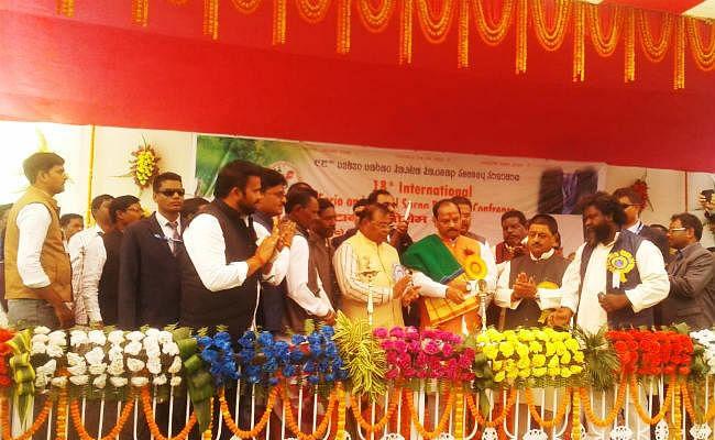 सरना महाधर्म सम्मेलन में बोले CM रघुवर : 70 सालों में आदिवासियों की जीवन शैली में बदलाव नहीं, ये पूर्व की सरकार की देन