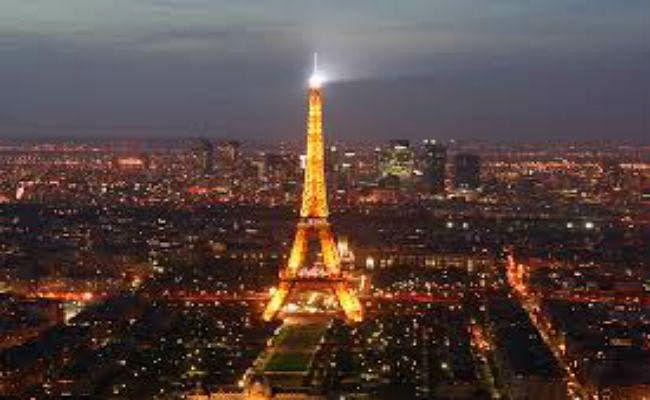 नीलाम हुई एफिल टावर की सीढ़ियां, 1,70,000 यूरो में बिकीं