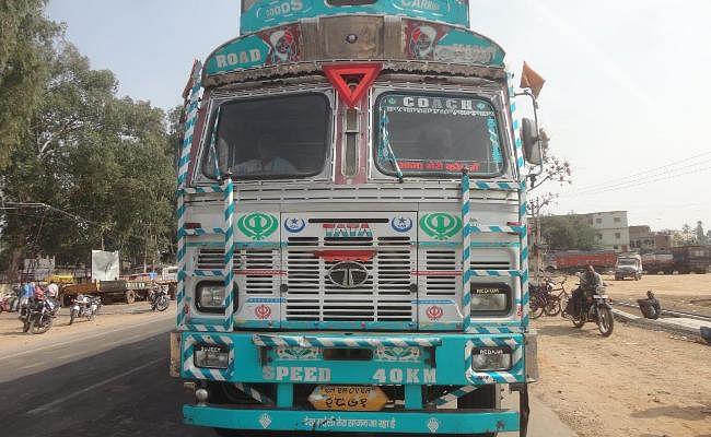 चतरा, 89 मवेशी, पश्चिम बंगाल, जा रहे दो ट्रक, जब्त, तीन गिरफ्तार