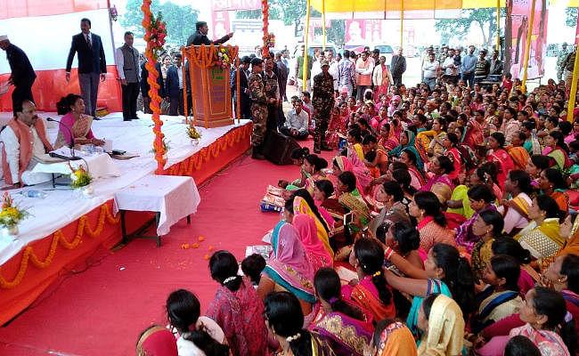 दुमका में फिसली मुख्यमंत्री रघुवर दास की जुबान, बोले...