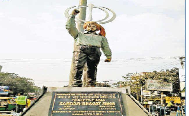 आसनसोल :  भगत सिंह की प्रतिमा से खंड़ा साहिब को जोड़ने का विवाद गहराया