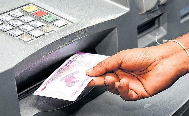 अब ओटीपी के जरिए निकाल सकते हैं एटीएम से कैश, ये बैंक दे रही हैं सुविधा