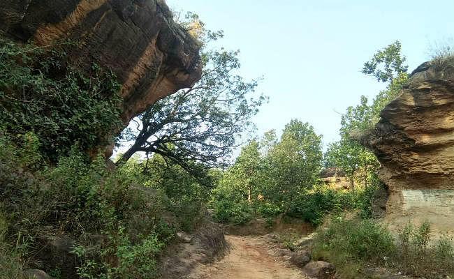 प्राकृतिक, ऐतिहासिक व धार्मिक स्थलों के रूप में विख्यात है बड़कागांव का बुढ़वा महादेव