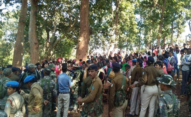 पूजा स्थल को लेकर विवाद, दो समुदाय आमने-सामने, पुलिस निगरानी में दोनों समुदायों ने की पूजा
