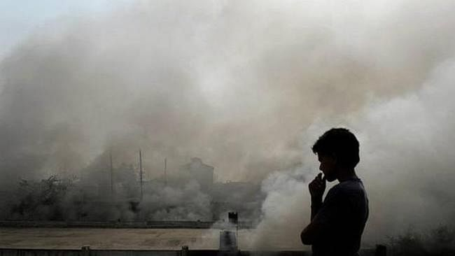 Pollution : प्रदूषण मानकों का उल्लंघन, ग्रामीणों ने की सांस लेने में कठिनाई की शिकायत
