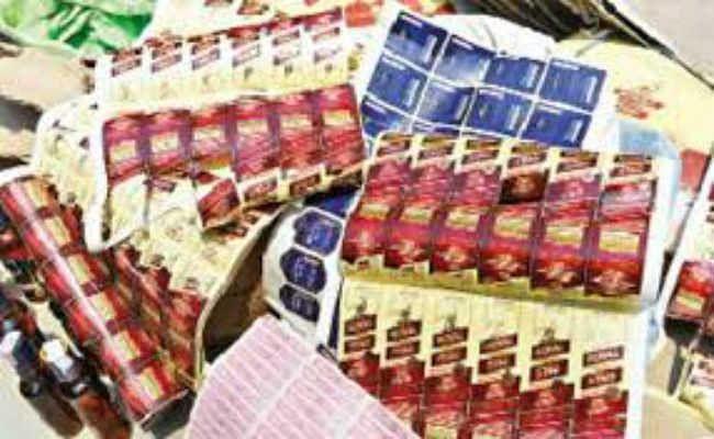 हरमू रोड व अपर बाजार के कई गोदामों में छापा, भारी मात्रा में रजनीगंधा व तुलसी जब्त