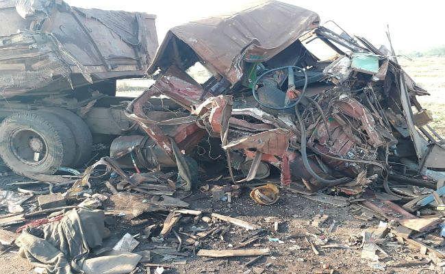 सरायकेला-चाईबासा सड़क पर दो ट्रकों के बीच सीधी टक्कर, दोनों चालकों की मौत