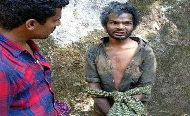 केरल : भीड़ ने ली आदिवासी युवक की पीटकर जान, फोटो किया वायरल