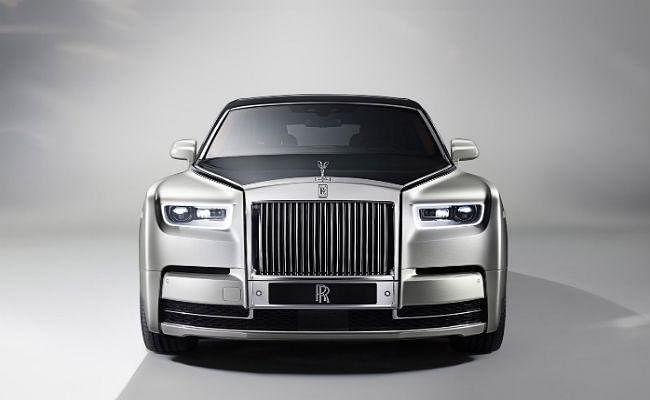 Rolls Royce Phantom VIII : 9.5 करोड़ की इस कार की खूबियां हैं शानदार, देखें PICS