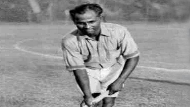 जब नंगे पैर से खेलते हुए मेजर ध्यानचंद ने लगायी गोल्डन हैट्रिक, भारतीयों के जब्जे को देख हिटलर ने भी किया सैल्यूट
