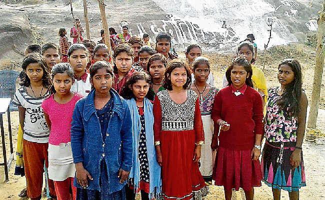झारखंड : कस्तूरबा बालिका विद्यालय का हाल, पानी की किल्लत से नहीं बना खाना, भूखी रहीं हॉस्टल की 450 छात्राएं