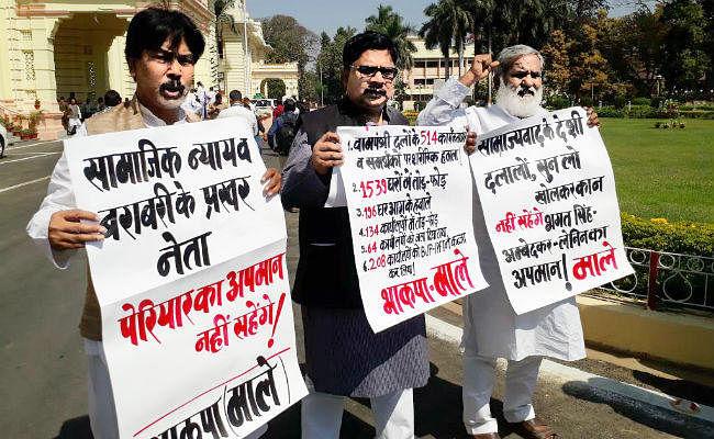 #VIDEO : पेरियार की प्रतिमा क्षतिग्रस्त करने पर भाकपा-माले का सदन के अंदर-बाहर प्रदर्शन