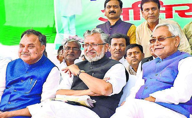 चुनावी रैली में CM ने RJD पर साधा निशाना, कहा- गड़बड़ी करेंगे, तो फंसेंगे ही, मोदी ने कहा- खत्म हुआ लालटेन युग