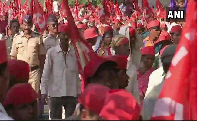 मुुंबई में 30 हजार किसानों का पैदल मार्च, आदित्य ठाकरे ने किया संबोधित, कल विधानसभा पर प्रदर्शन