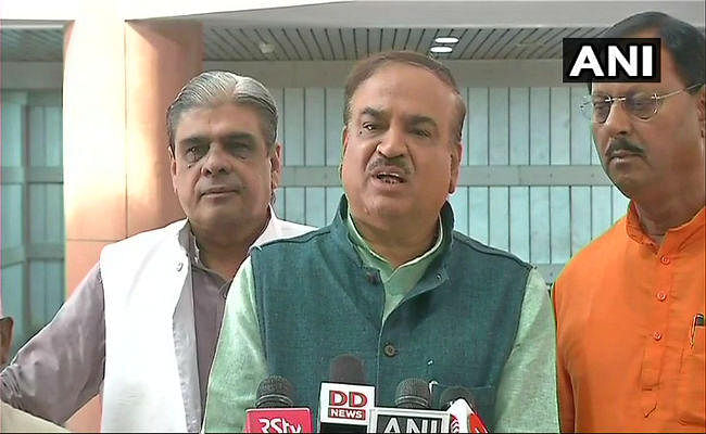 लोकसभा की कार्यवाही स्थगित, बोले अनंत कुमार- सोनिया-राहुल को लोकतंत्र पर भरोसा नहीं