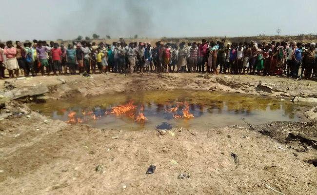 झारखंड : जमशेदपुर के बहरागोड़ा में क्रैश हुआ एयरफोर्स का जेट विमान, पायलट की सूझबूझ से बची जिंदगियां