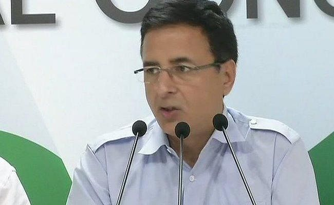 डाटा चोरी का मामला : सुरजेवाला ने रविशंकर प्रसाद की तुलना हिटलर के कमांडर गोबेल्स से की