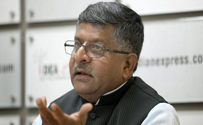 Social Media पर डेटा चोरी मामला : रविशंकर प्रसाद ने आईटी मंत्रालय के अधिकारियों संग की बैठक