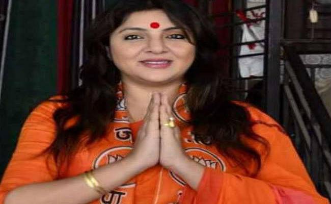 कोलकाता : नारी शक्ति का प्रतीक है त्रिशूल, तो क्या मां दुर्गा के हाथों से भी त्रिशूल हटायेंगी ममता : लॉकेट