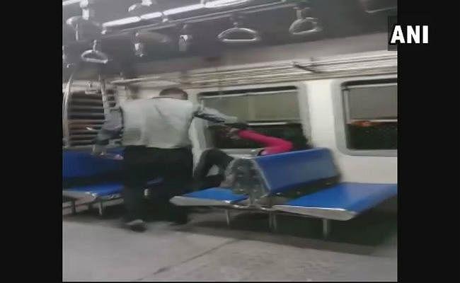 शर्मनाक : इटावा में गैंगरेप, मुंबई में चलती ट्रेन में छेड़छाड़