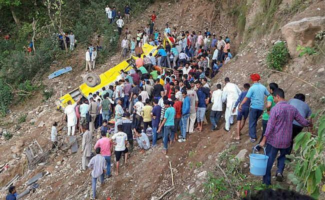 हिमाचल : स्कूल बस गहरी खाई में गिरी, 27 बच्चों सहित 30 की मौत, उपराष्ट्रपति-प्रधानमंत्री ने जताया शोक