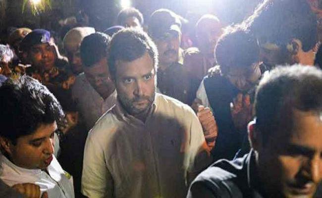 कठुआ-उन्नाव रेप केस का विरोध: राहुल गांधी की अगुवाई में कैंडल मार्च