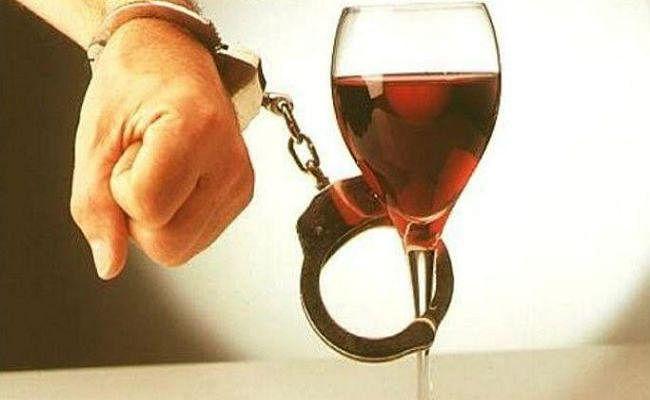 बिहार : डायरी में मिला शराब माफियाओं से लेन-देन का हिसाब, तीसरे दिन भी जारी रही छापेमारी