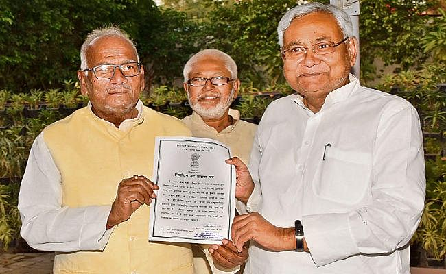 बिहार : नीतीश, मोदी, राबड़ी सहित सभी 11 निर्विरोध निर्वाचित, मिला प्रमाणपत्र