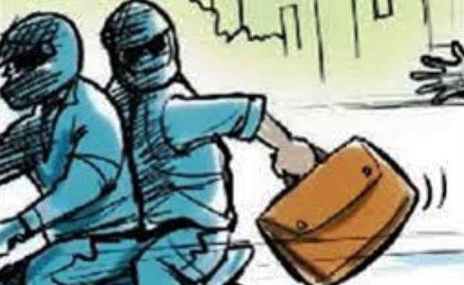 Bihar Crime Latest News Update : पटना में पिस्टल के बल पर ज्वेलरी शॉप से 15 लाख की लूट, हथियार लहराते बदमाश फरार