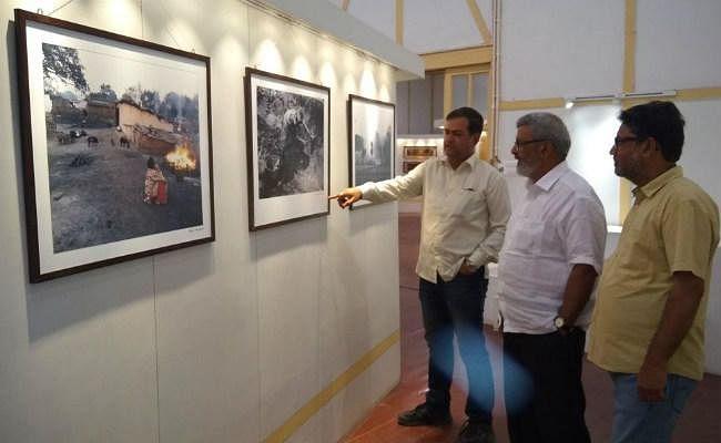 Jharkhand : प्राकृतिक संसाधनों के दोहन से उत्पन्न समस्याओं को रेखांकित करती आड्रे हाउस की फोटो प्रदर्शनी