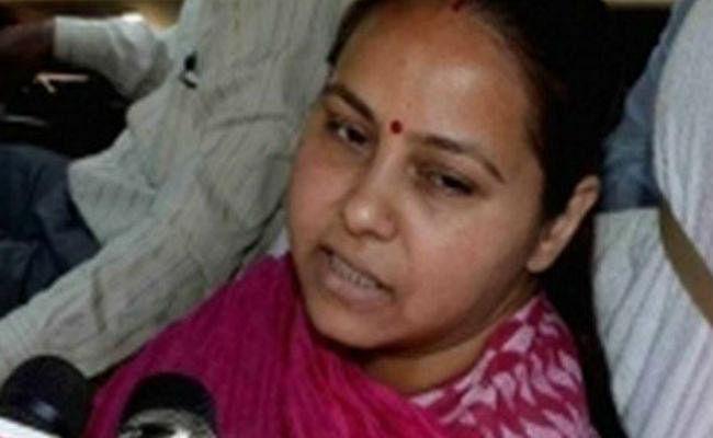 CM नीतीश को लालू की बड़ी बेटी मीसा ने दिया तेज प्रताप की शादी का कार्ड, 12 मई को विवाह