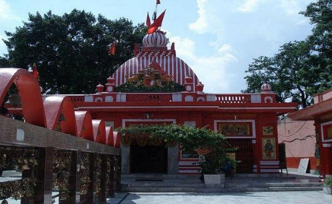 लखनऊ में बड़े मंगल पर हनुमान मंदिरों में उमड़ी भक्तों की भीड़, भंडारा में मिलेगा प्रसाद