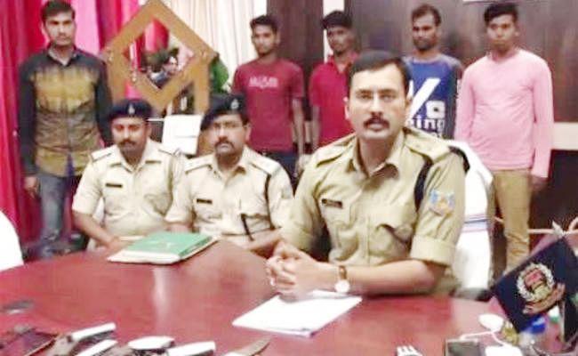 नेतरहाट से आग्नेयास्त्र के साथ चार हार्डकोर नक्सली गिरफ्तार