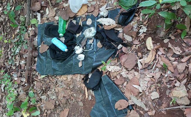 जमशेदपुर में नक्सलियो से भीषण मुठभेड़, एक करोड़ का इनामी नक्सली जंगल में घिरा, हथियार बरामद