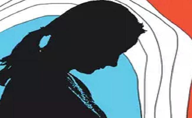 यूपी : यौन उत्पीड़न से परेशान होकर दो लड़कियों ने छोड़ा स्कूल