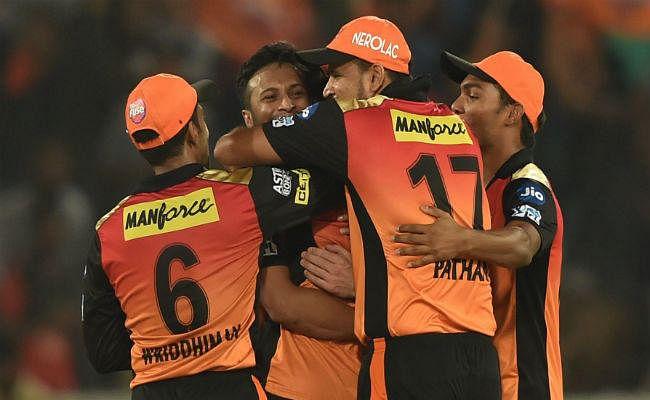 IPL: ''पठानी कैच'' से विराट का खेल खत्म, इरफान ने पूछा- ये कैच था या आम तोड़ा